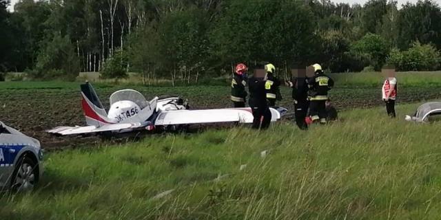 Wypadek awionetki w Bobrownikach. Na miejscu wszystkie służby ratunkowe